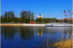 Весенним  днем на реке Мухавец в городе Брест.